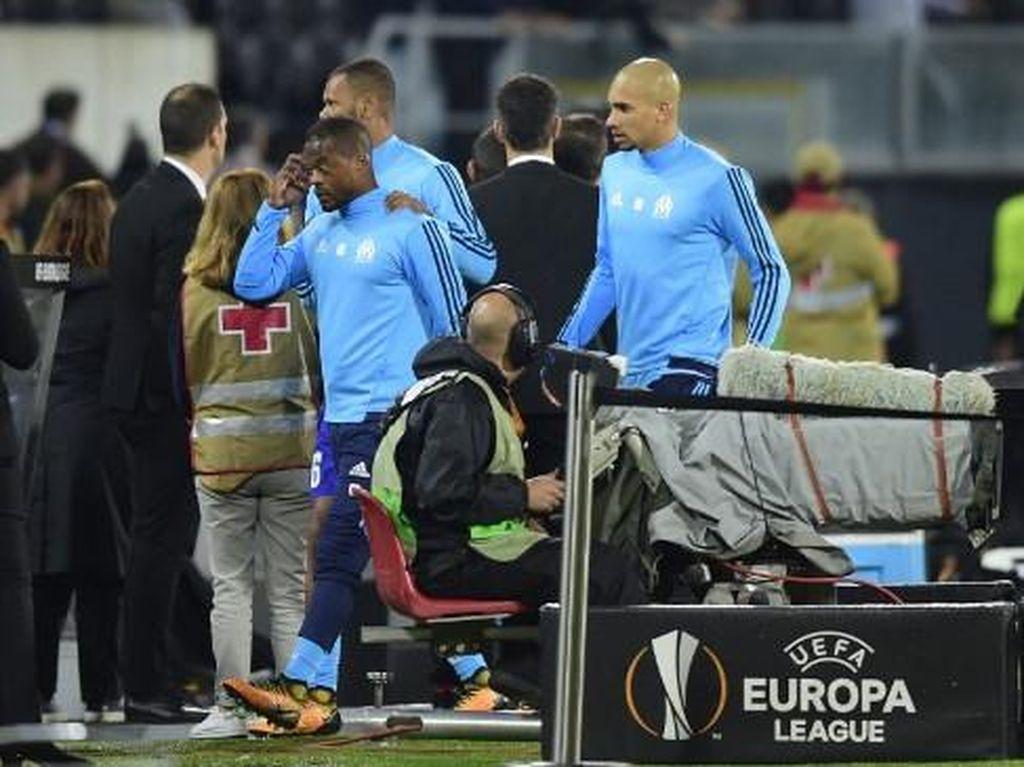 Diselidiki UEFA, Evra Bisa Diskors Lebih dari Satu Laga