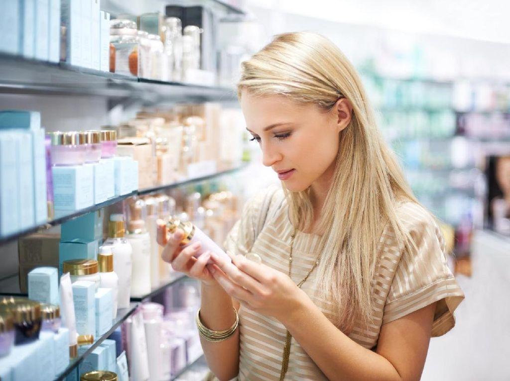Kalau Tak Mau Boros, Hindari Belanja Makeup Saat Kamu Merasa Seperti Ini