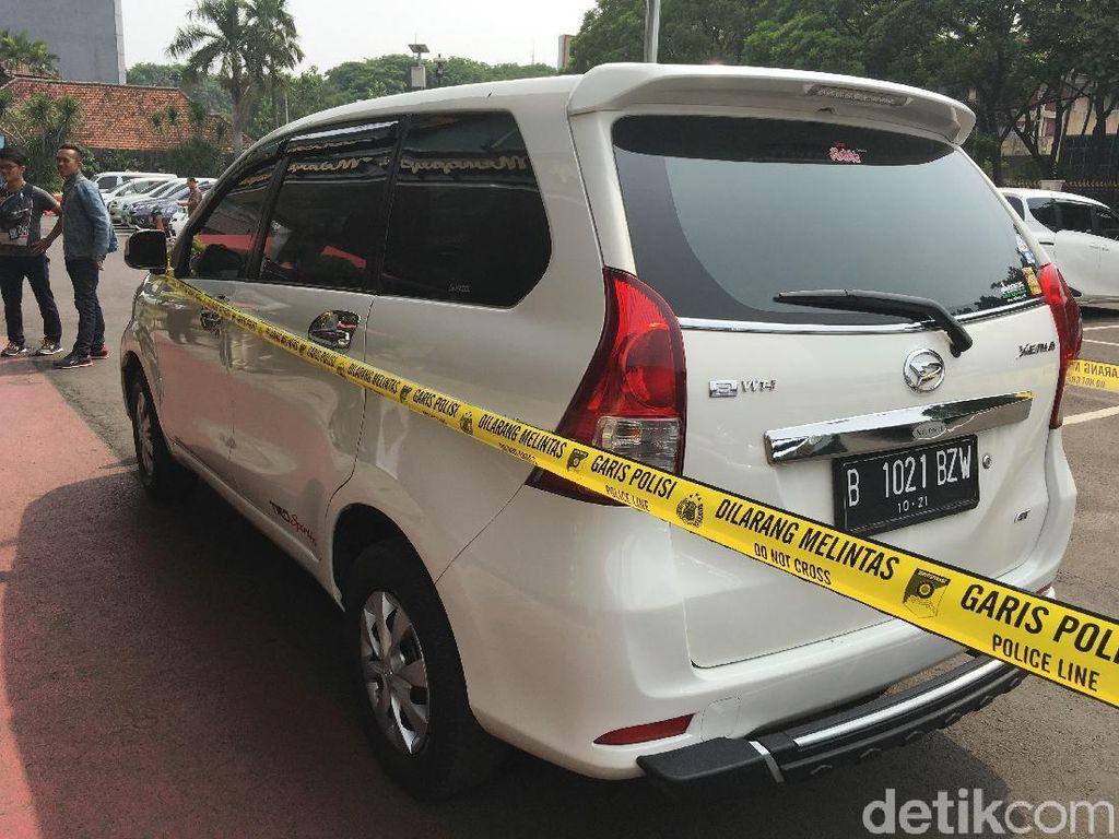 Terobos Hadangan 10 Polisi, Untung Pakai Mobil Berpelat Ketokan
