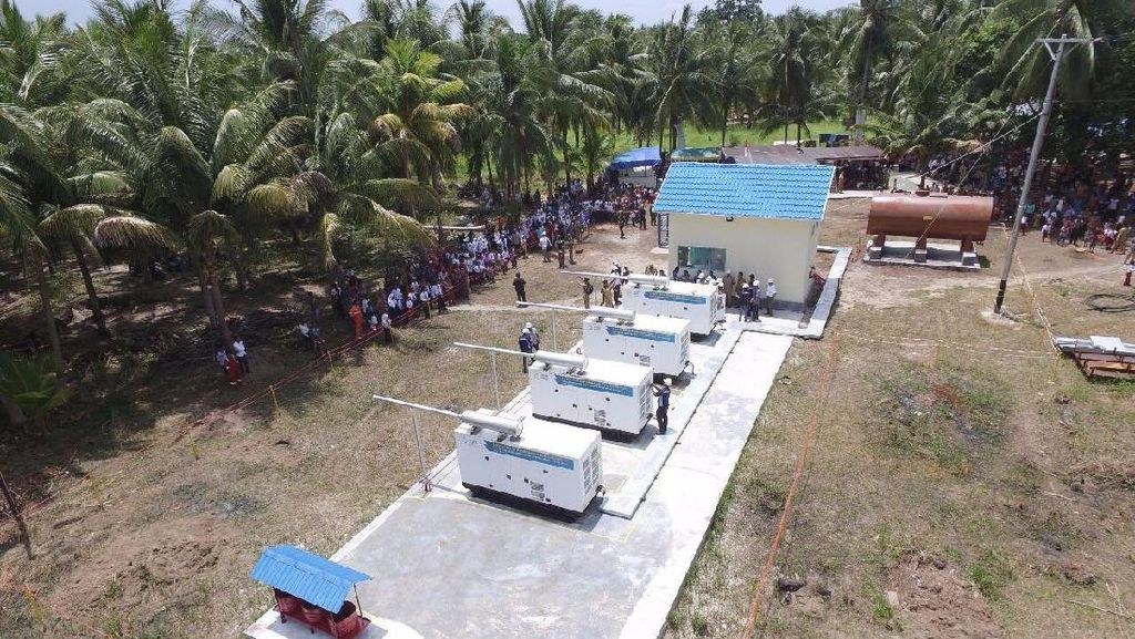 Warga Pulau Terpencil di Kalsel Sambut Datangnya Listrik