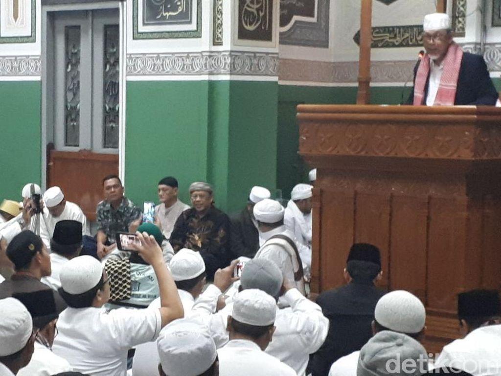 Alumni 212 Dengarkan Suara Habib Rizieq di Peringatan Setahun 411