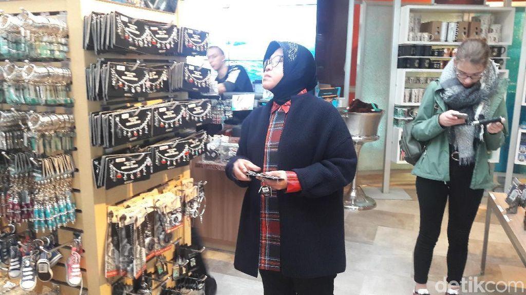 Gaya Risma Borong Suvenir di New York, Oleh-oleh untuk Surabaya