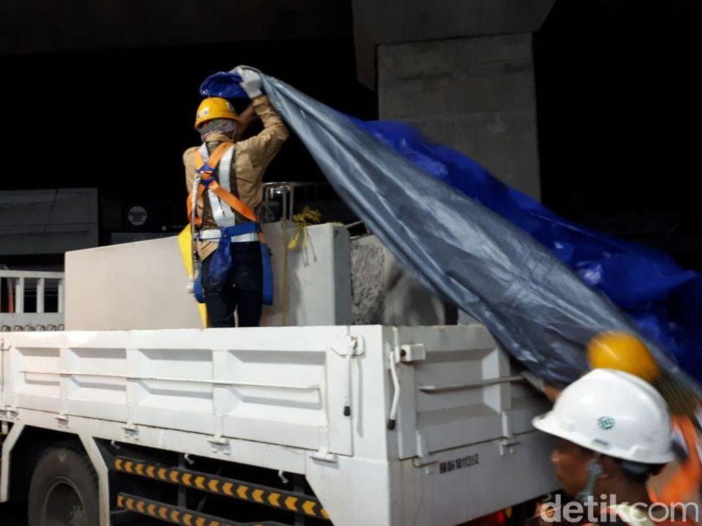 Parapet Jatuh, PT MRT Investigasi 2 Kontraktor