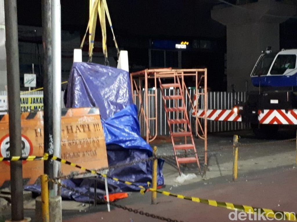 Parapet Jatuh, Sebagian Kegiatan Proyek MRT Dihentikan Sementara