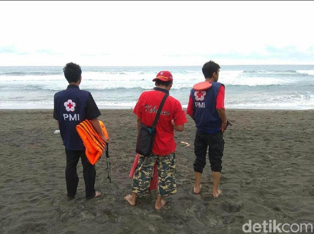 Sepasang Kekasih Hilang Terseret Ombak Pantai di Kebumen