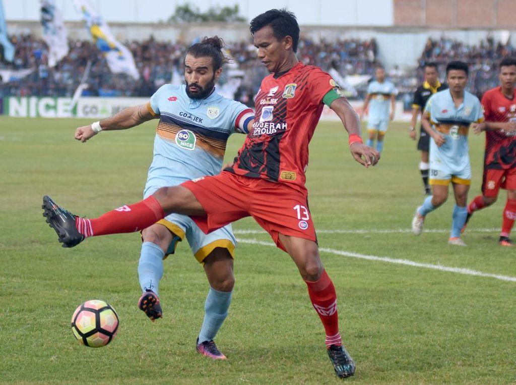 Persela Diimbangi Persiba 2-2, Sriwijaya FC Gasak Persegres 10-2