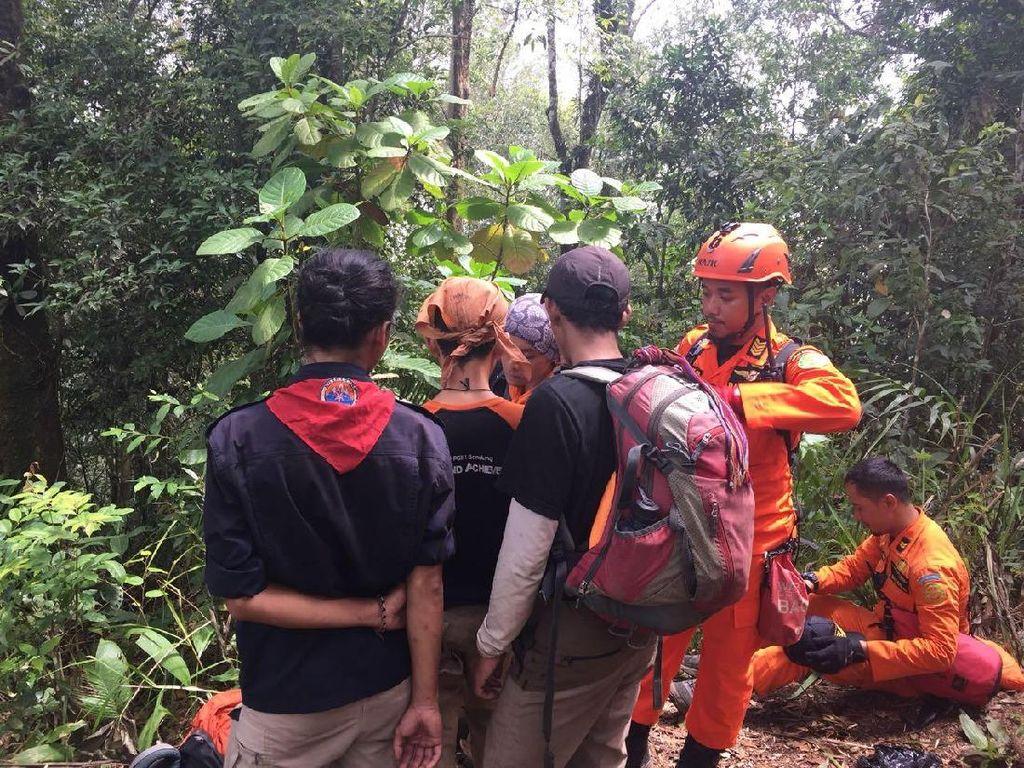 Tim SAR Temukan Topi Diduga Milik Titing yang Hilang di Lembang