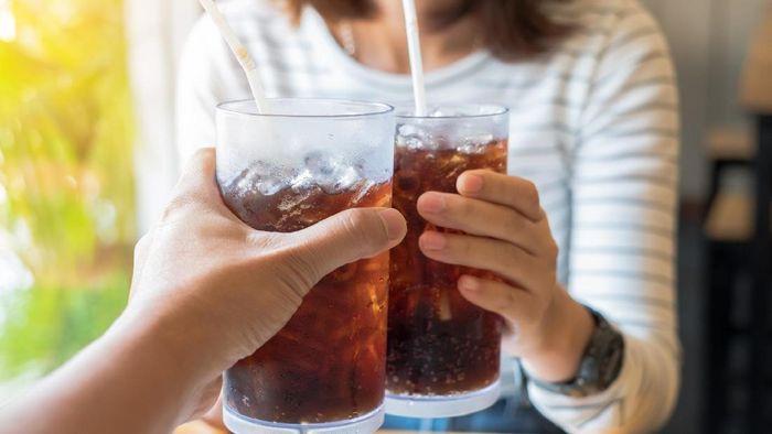 Meminum minuman diet seperti soda diet dalam beberapa hari dapat meningkatkan risiko mati muda, dan para ahli telah memperingatkan tentang hal tersebut. Foto: Thinkstock