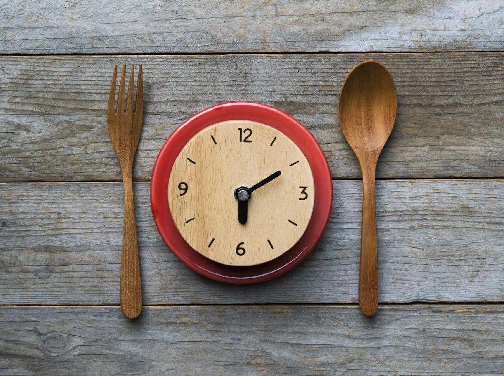 Mau Jaga Jantung Tetap Sehat? Jangan Makan di Atas Jam 6 Sore