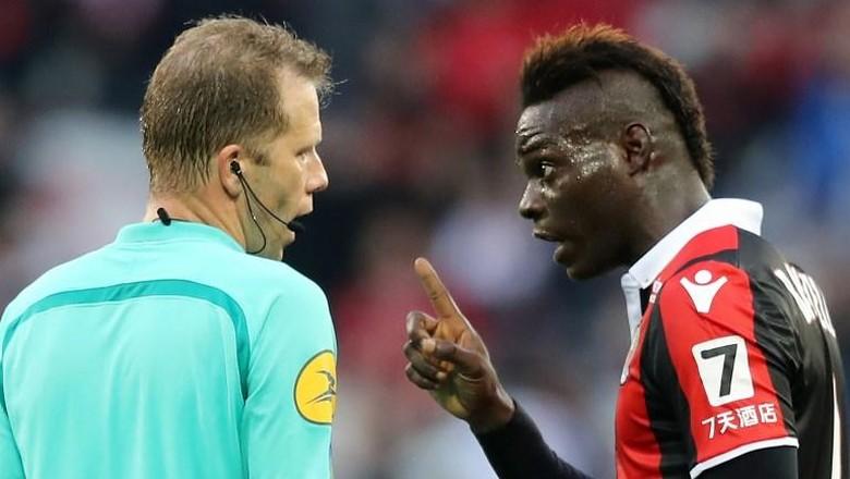 Kisah Balotelli: Gol, Kartu Merah, dan Hantaman yang Bikin Kaget