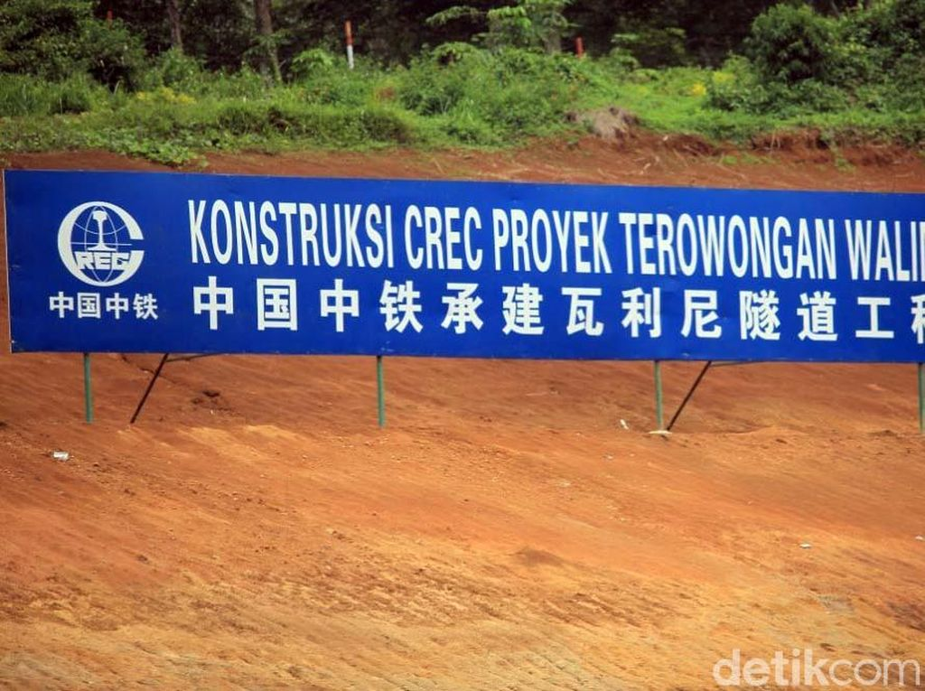 Luhut Lapor Jokowi Pembangunan Kereta Cepat JKT-BDG Molor