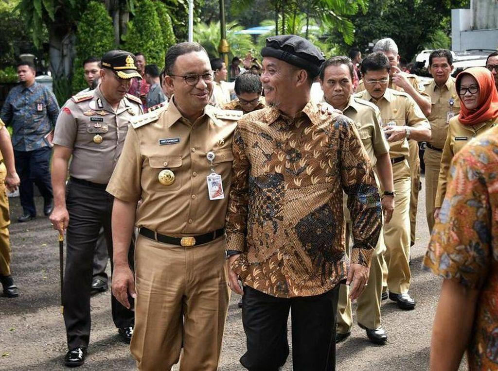 Foto: Anies-Sandi Akrab Dengan Ketua DPRD DKI, Kapolda Metro Selfie