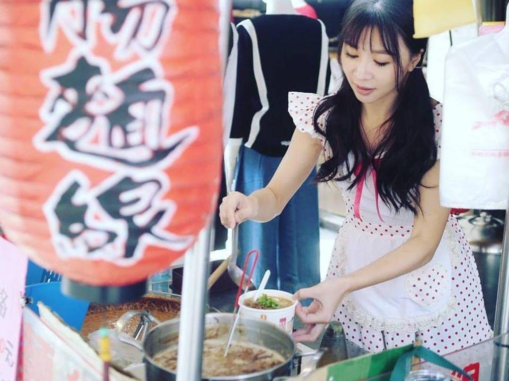 Dilayani Penjual Mie Gerobak yang Imut dan Seksi di Taiwan