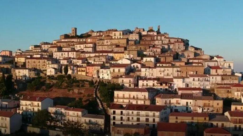 Foto: Penampakan Kota yang Terkutuk di Italia