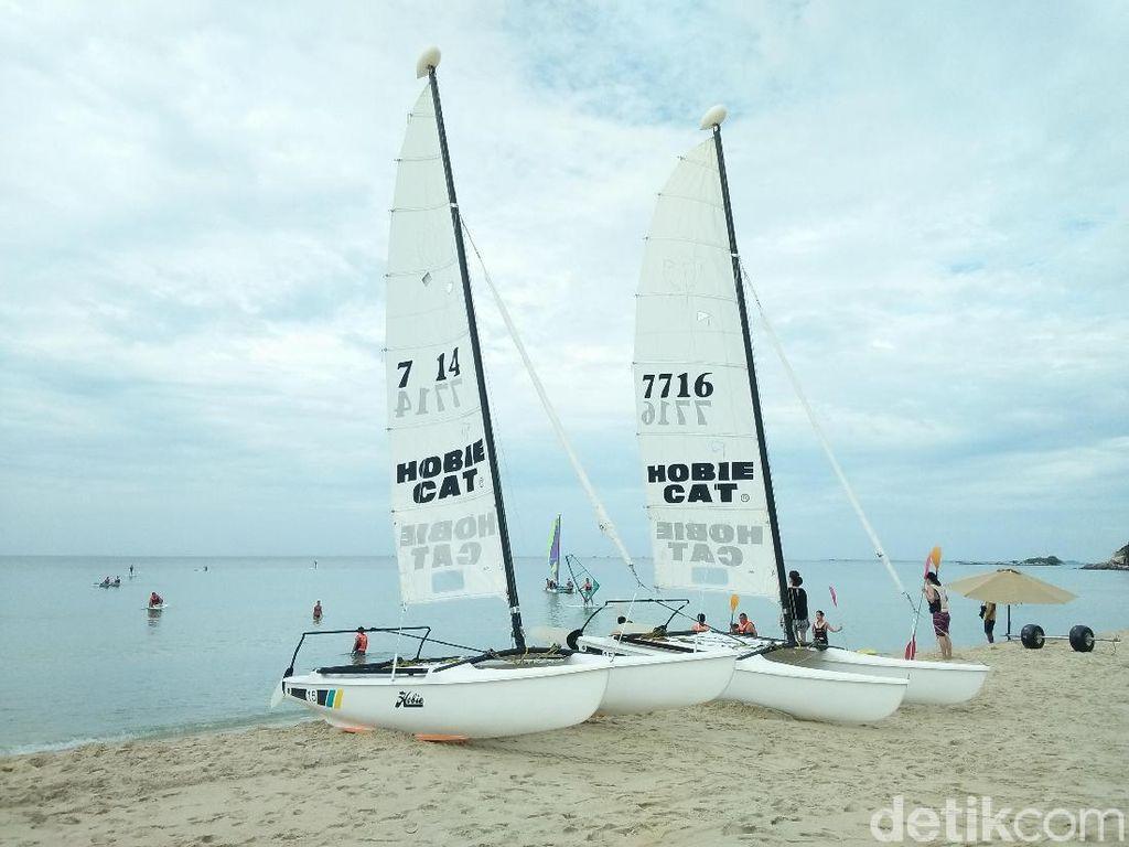 Cara Nikmati Pantai Pulau Bintan: Sailing Board