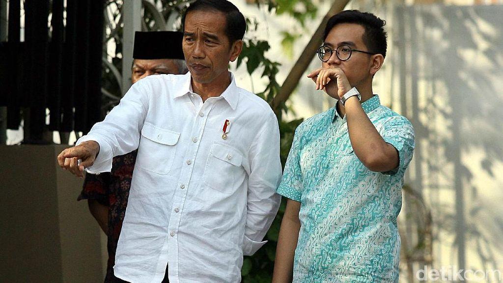 Jokowi dan Gibran Pantau Simulasi Kirab Pernikahan Kahiyang-Bobby