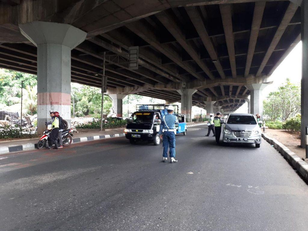 Masuk Jalur Cepat Jl Ahmad Yani Jakpus, Pemotor Kena Operasi Zebra