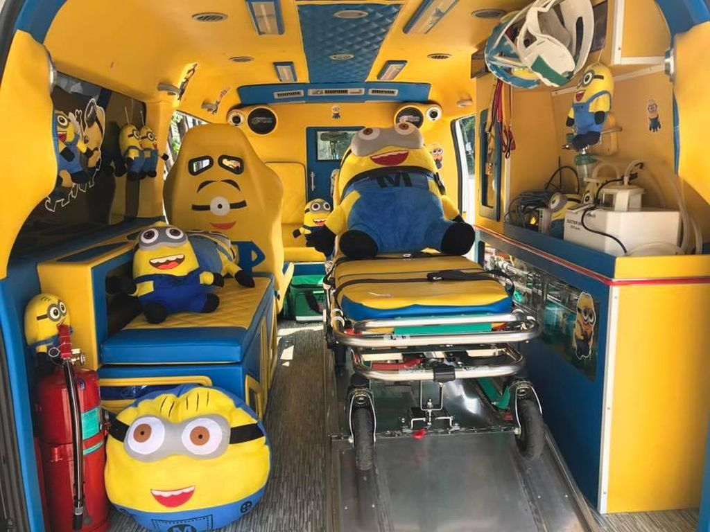 Potret Ambulans Unik Bertema Doraemon dan Minions