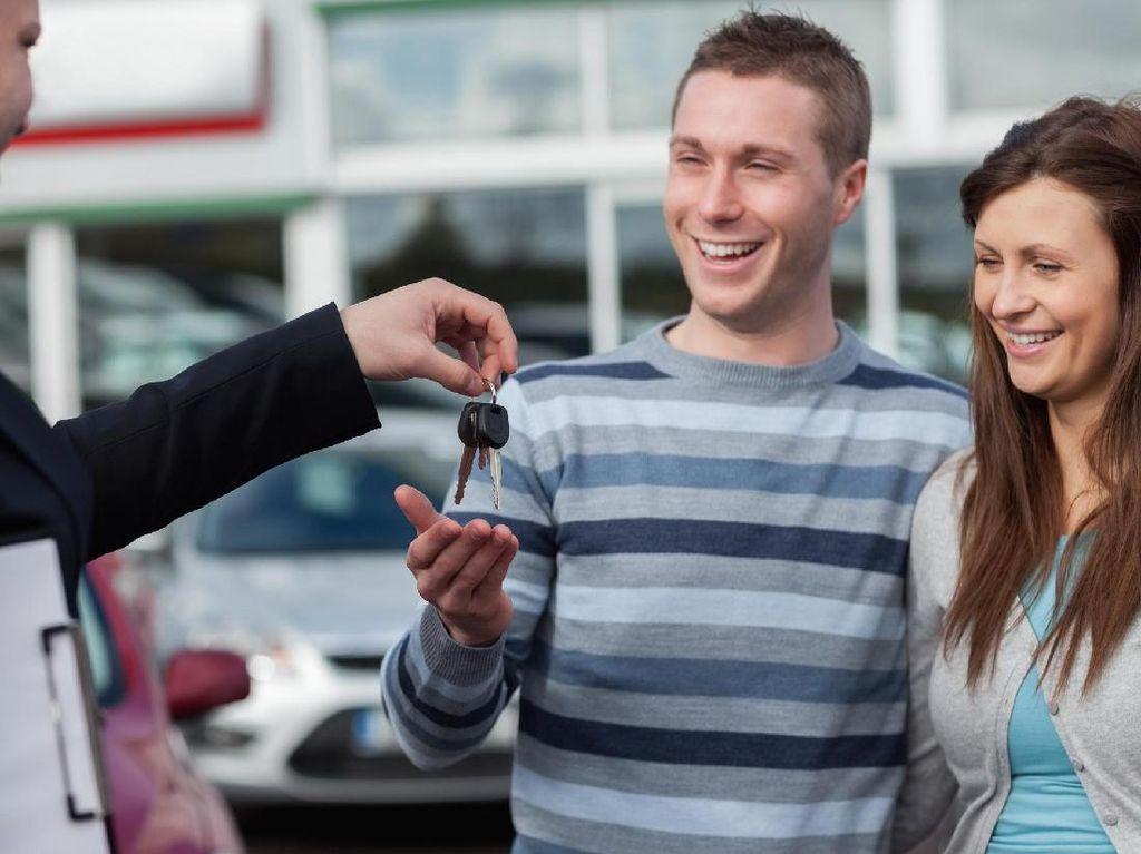 Tips Agar Tak Tertipu dengan Review Online Sebelum Beli Mobil