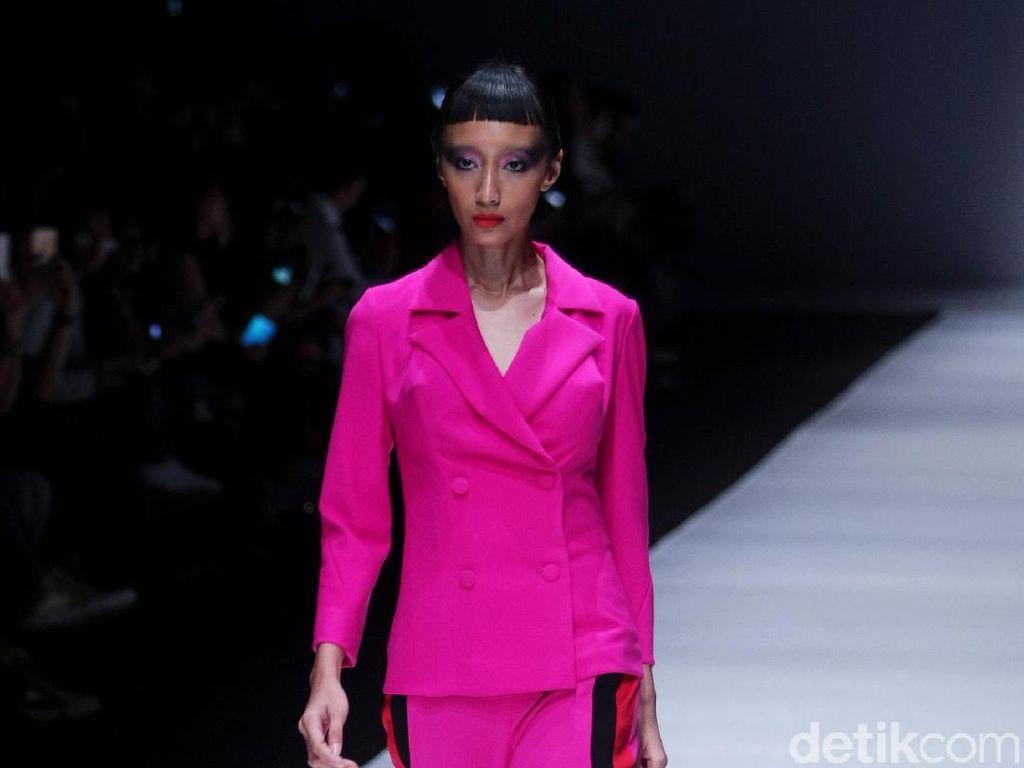 Foto: 15 Koleksi Busana Jeffry Tan untuk Wanita Urban