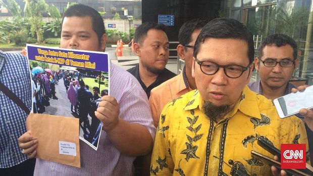 Ketua GMPG Ahmad Doli Kurnia menyambangi Komisi Pemberantasan Korupsi (KPK) untuk memberikan dukungan dalam mengusut kasus korupsi proyek pengadaan e-KTP, yang ditaksir merugikan negara hingga Rp2,3 triliun.