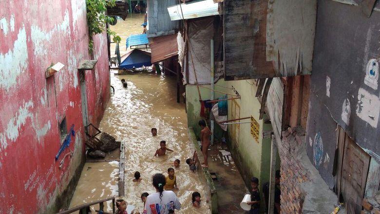 Sungai Meluap, Permukiman Padat Penduduk di Medan Terendam Banjir