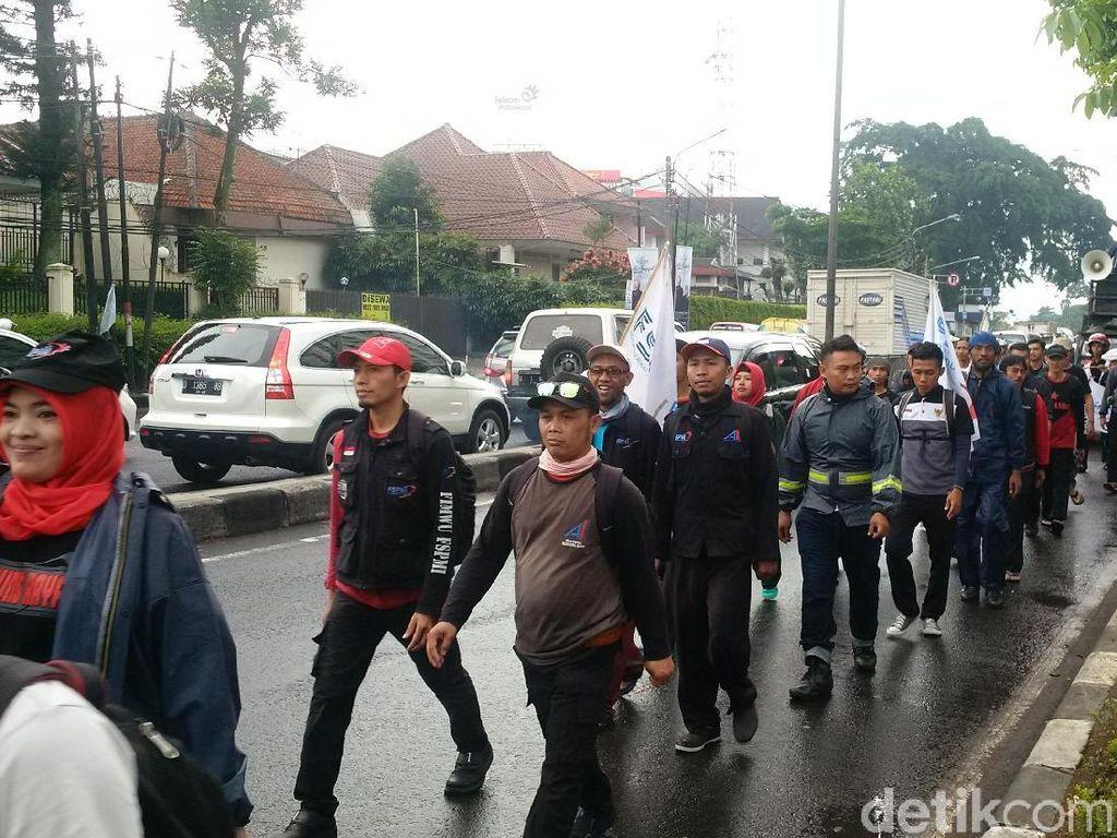 Tolak Upah Murah, Buruh Jabar Aksi Long March ke Jakarta