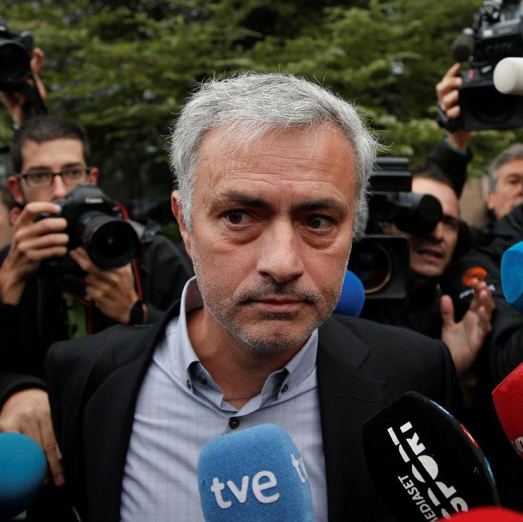 Mourinho Bosan dengan Pertanyaan Media Inggris yang Itu-itu Saja