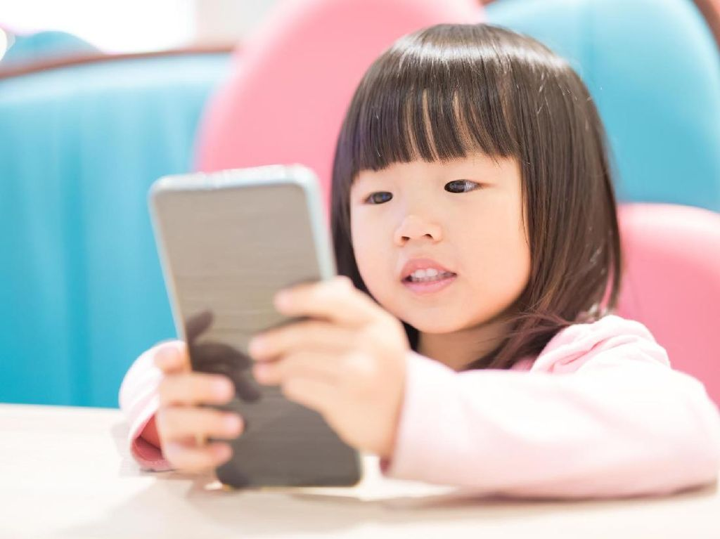 China Tak Izinkan Anak Bawa Ponsel ke Sekolah
