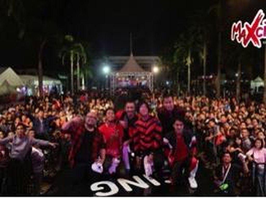 Aksi Nidji dan Jamrud di Panggung  Musik MAXcited Palembang