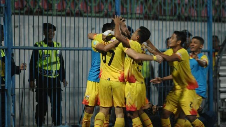 Pesta Juara di Ruang Ganti Bhayangkara FC