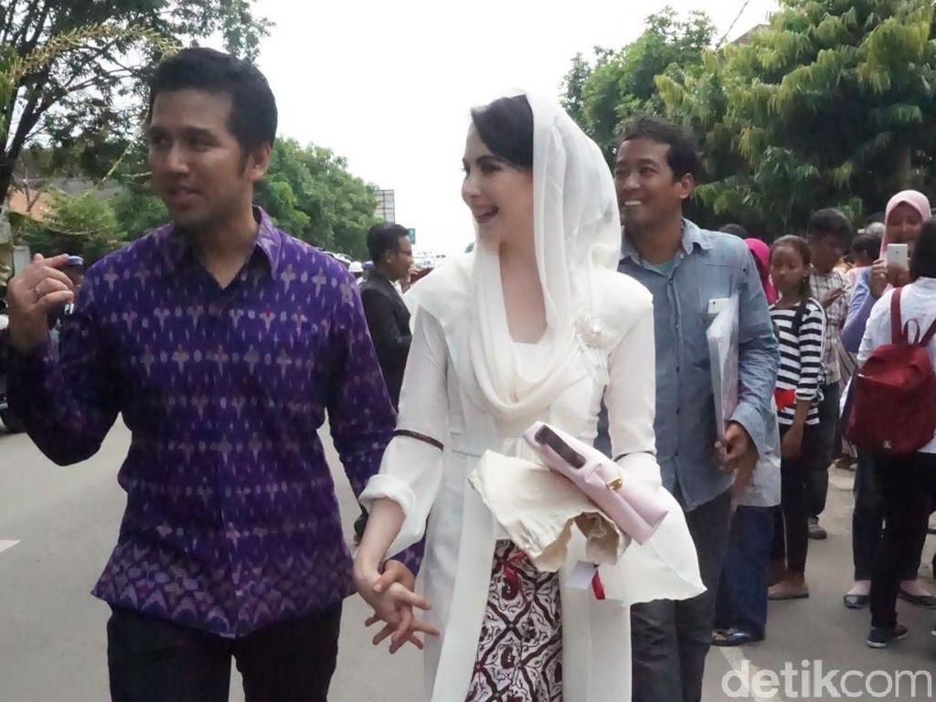 Jenazah Ayah Dibawa ke TPU, di Mana Arumi Bachsin?