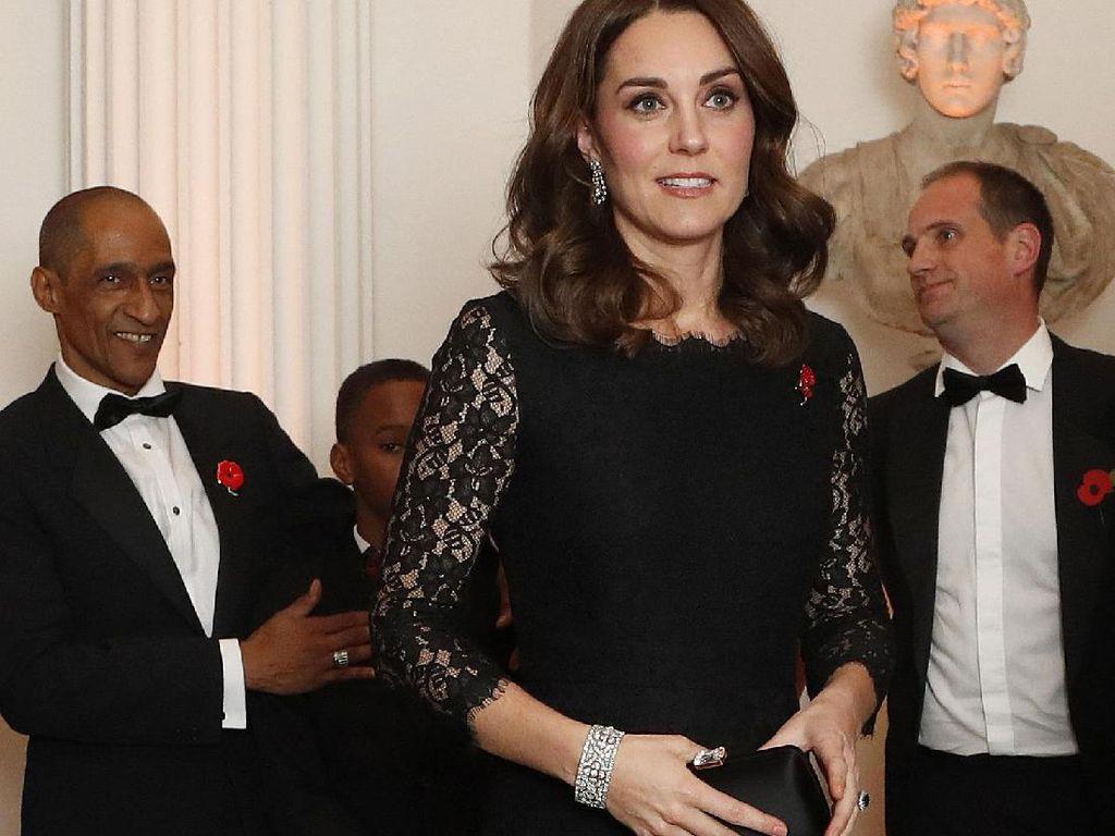 Tak Tampak Hamil, Kate Middleton Cantik Bergaun Lace Hitam