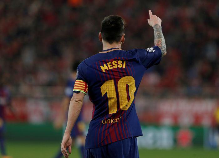 Soccer Football - Champions League - Olympiacos vs FC Barcelona - Karaiskakis Stadium, Piraeus, Greece - October 31, 2017   Barcelona's Lionel Messi   REUTERS/Costas Baltas