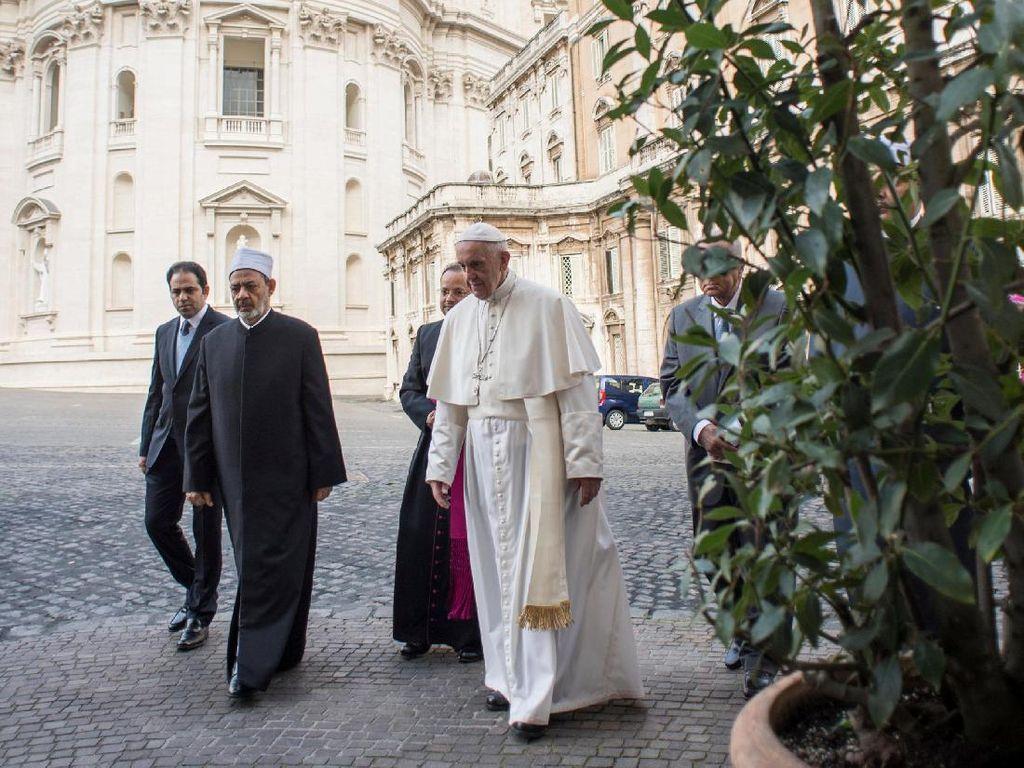 Foto: Begini Pertemuan Imam Besar Al-Azhar dan Paus Fransiskus