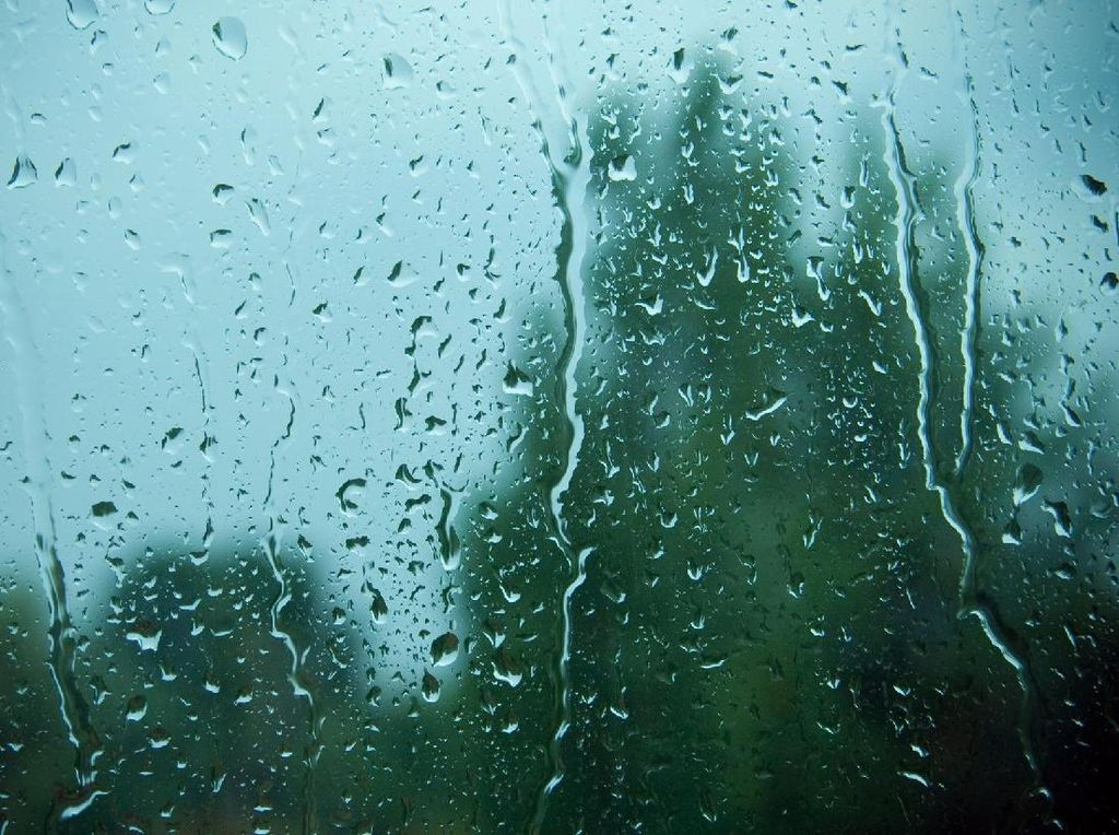 BMKG Prediksi Jaksel-Jaktim Diguyur Hujan Disertai Petir Hari Ini