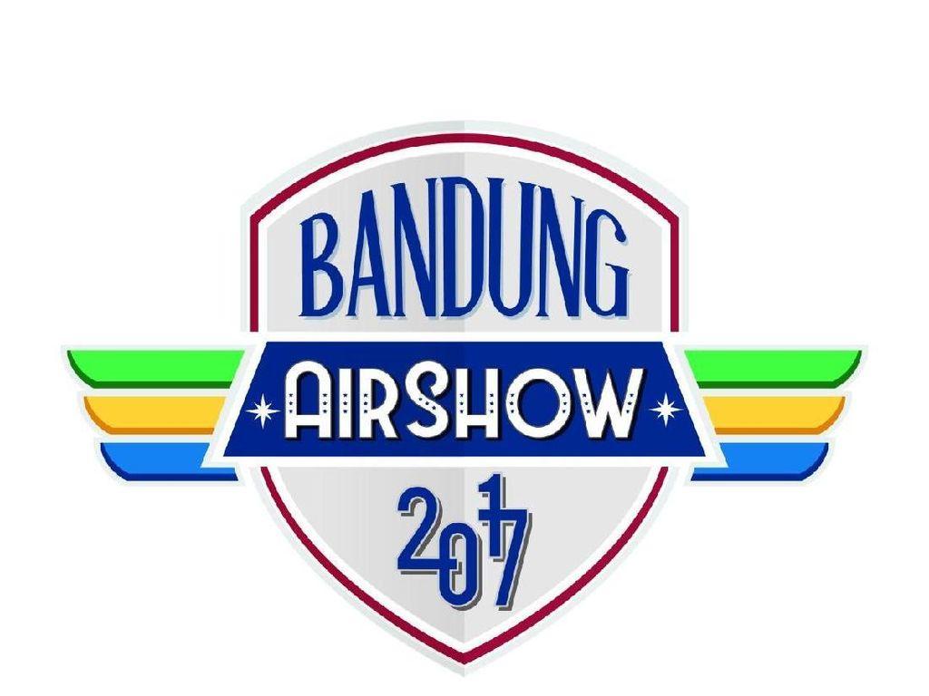 Akrobatik Show di BAS, Bandara Husein Menyesuaikan Jadwal Terbang