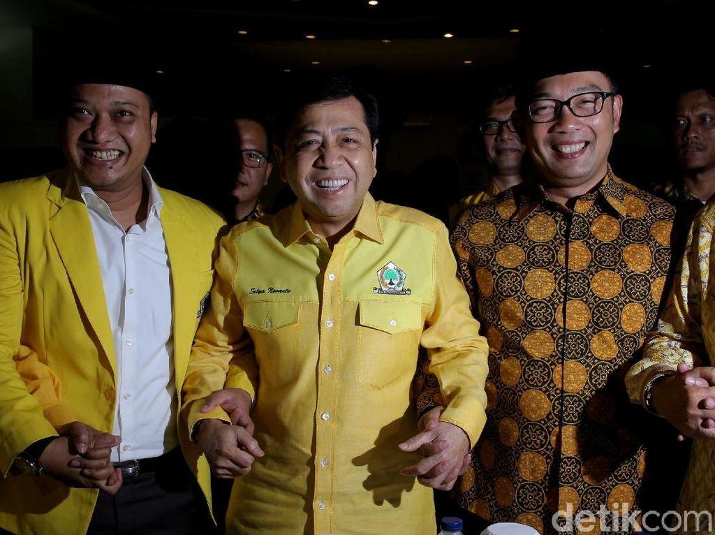 Senyum Semringah Setnov, Daniel Mutaqien dan Ridwan Kamil