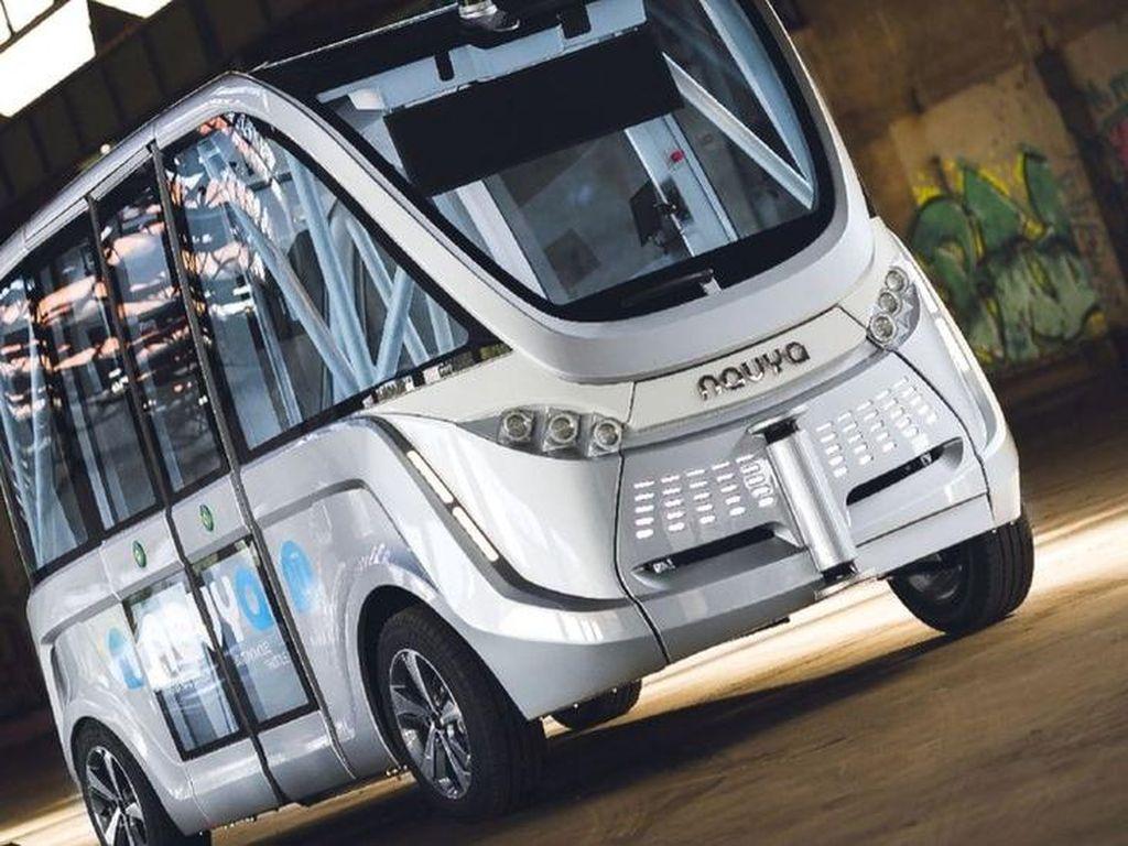Bus Otomatis Tanpa Sopir Tabrakan di Hari Pertama di Las Vegas