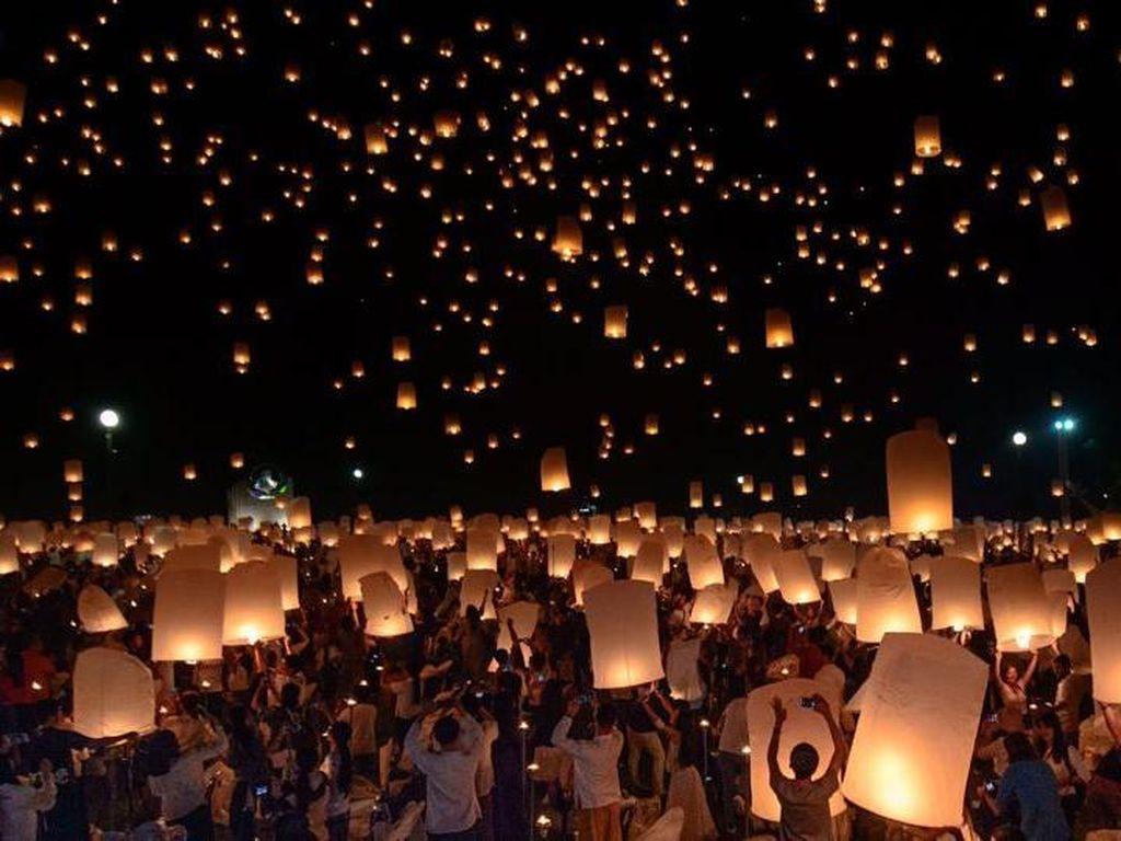 Foto: Uniknya Festival Loy Krathong di Thailand