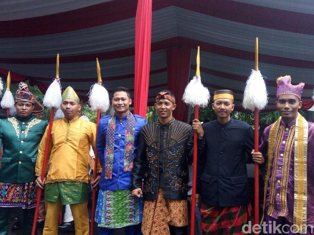 Sambut Presiden Korsel di Istana Bogor, Paspampres Pakai Baju Adat