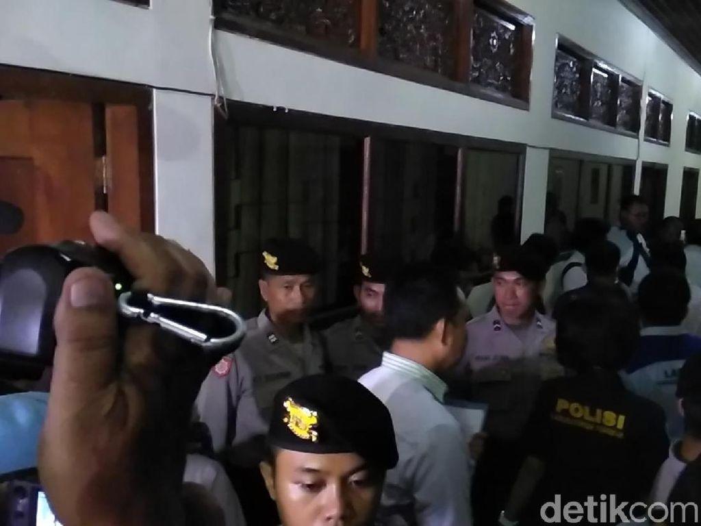 Cari Narkoba, Polisi Geledah Ruang Kerja Wakil Ketua DPRD Bali