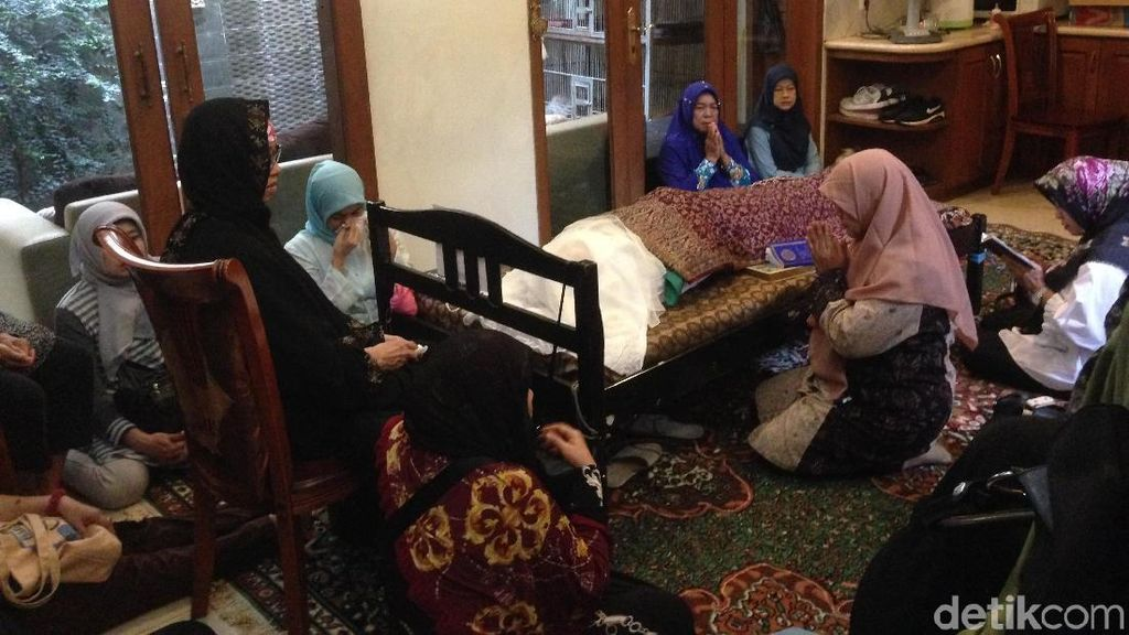 Foto: Haru di Rumah Duka dr Letty yang Tewas Ditembak Suami