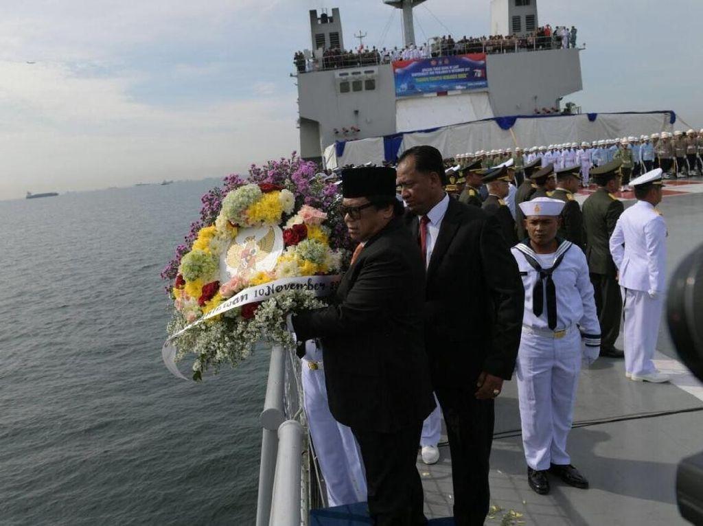 Hari Pahlawan, Upacara di Atas KRI dan Tabur Bunga di Laut Jawa