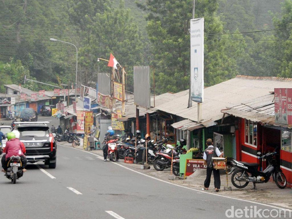 Bendera Putih Berkibar di Kawasan Puncak, Ini Respons Bupati Bogor