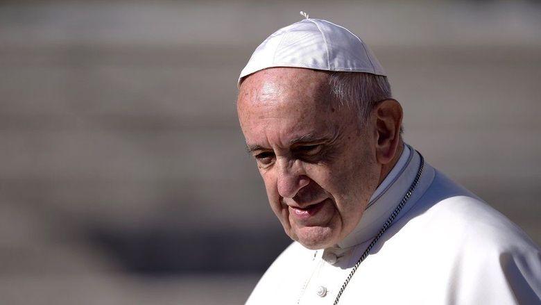 Paus Fransiskus Perintahkan Larangan Penjualan Rokok di Vatikan