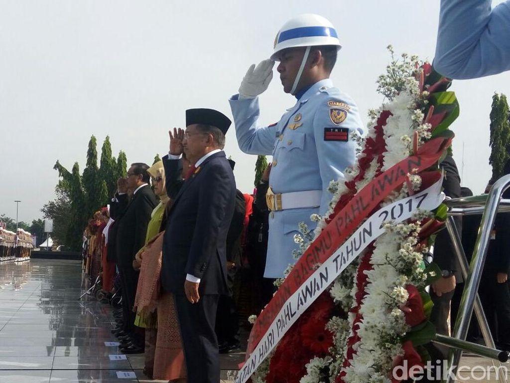 Peringatan Hari Pahlawan, Sirine Panjang Berbunyi di TMP Kalibata