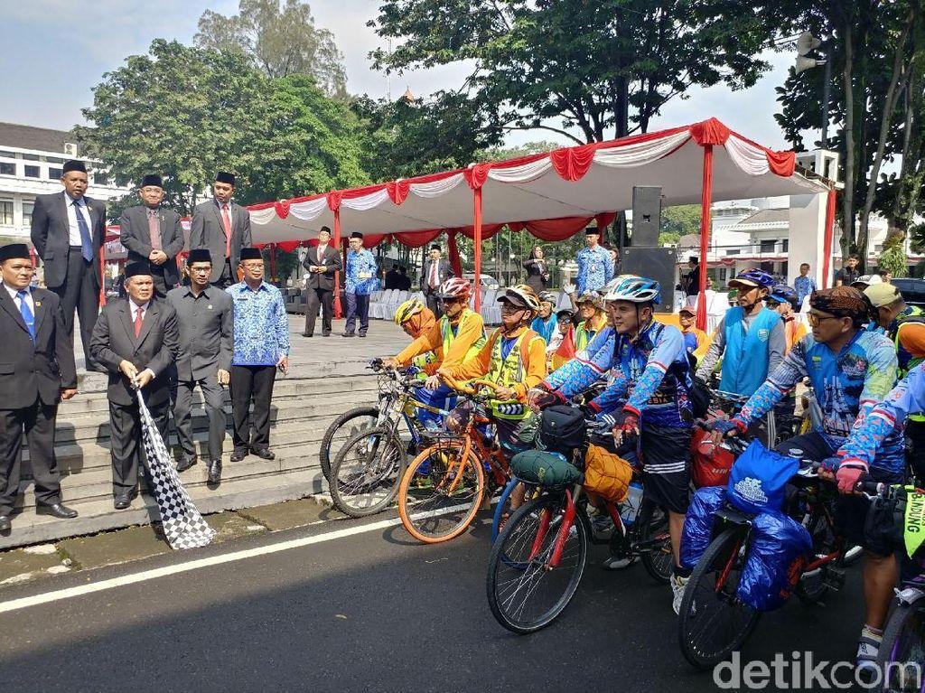 Hari Pahlawan, 5 Pegawai Dispora Bandung Bersepeda ke Sabang