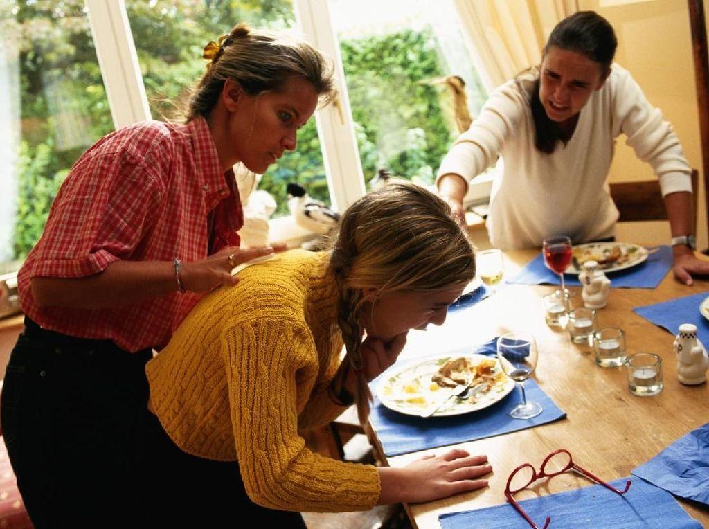 Hal-hal Simpel Seputar Makanan yang Sering Bikin Tersedak