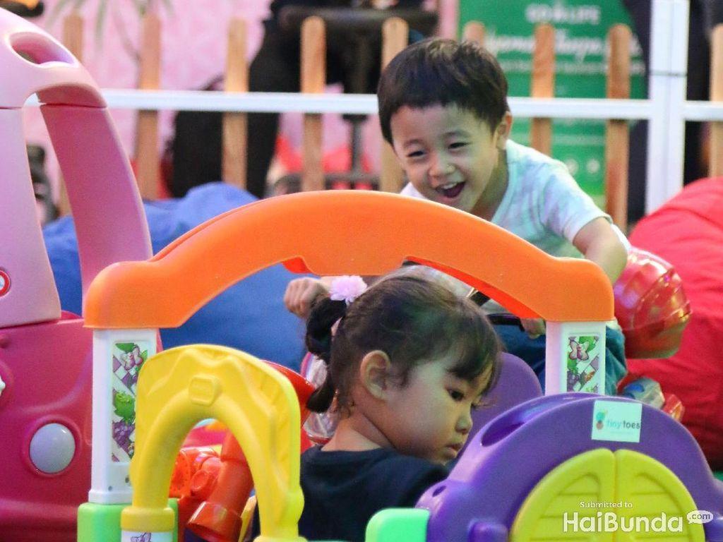 Keseruan Anak-anak Saat Asyik Main di Playground